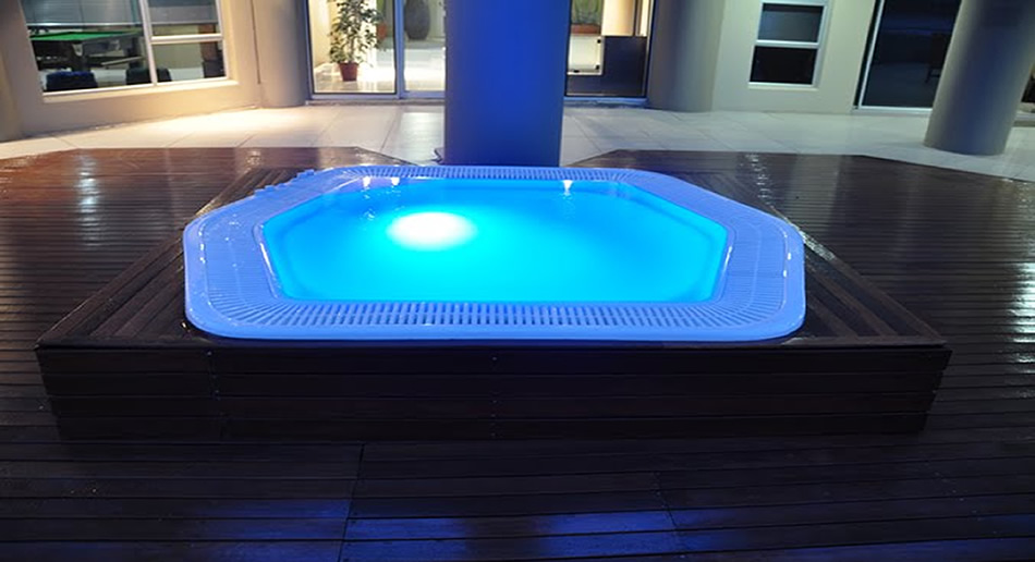 Rim flow Jacuzzi in Meranti Wooden Deck
